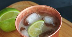 Moscow Mule Cocktail Party Drinks Alcohol, Alcohol Drink Recipes, Vodka Drinks, Fun Cocktails, Bar Drinks, Cocktail Drinks, Cocktail Recipes, Beverage, Alcoholic Drinks