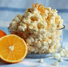 Cooking Classy: Orange Creamsicle Popcorn -lots of interesting popcorn recipes Flavored Popcorn, Gourmet Popcorn, Popcorn Recipes, Snack Recipes, Popcorn Bar, Popcorn Snacks, Cat Recipes, Dinner Recipes, Delicious Desserts