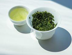 My tasting notes: Gyokuro — The Tea Squirrel Greeen tea leaves, tea, gaiwan and cup