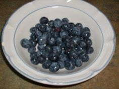 Blueberries make and excellent wine which is very easy to make. How to make blueberry wine? Here are the ingredients: 3 - 4 pounds of bluebe. Homemade Wine Recipes, Homemade Alcohol, Blueberry Wine, Blueberry Picking, How To Make Your Own Recipe, Mead Recipe, Wild Blueberries, Fun Drinks, Beverages