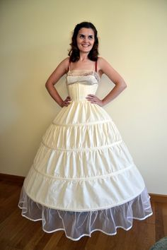 How to make a hoop skirt (crinoline) . Free tutorial with pictures on how to make a costume in under 120 minutes by sewing and dressmaking with ribbon, plastic, and bias tape. How To posted by Pauline A. in the Sewing section Difficulty: Simple. Costume Tutorial, Cosplay Tutorial, Cosplay Diy, Cosplay Costumes, Skirt Tutorial, Cosplay Ideas, Diy Clothing, Sewing Clothes, Meme Costume