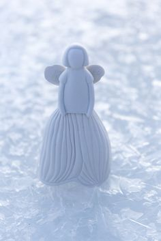 Lumikello Enkeli (Snowdrop Angel) belongs to magnificent Studio ceramics designed by Anu Pentik. The idea of Pentik Studio collection is to bring hand-made and durable ceramic art to homes. Made in Posio, Lapland, Finland. Ceramic Design, Ceramic Art, Lapland Finland, Angel Decor, Christmas 2017, Home Art, Hand Painted, Homes, Ceramics