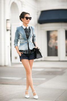 Jeansjacke kombinieren: Schick zu Bubibluse, Shorts und Pumps