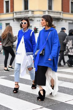 Street Style Looks to Copy Milan Fashion Week Milan Fashion Week Street StyleMilan Fashion Week Street Style Milan Fashion Week Street Style, Fashion Week 2018, Looks Street Style, Milan Fashion Weeks, Street Style Women, London Fashion, Estilo Fashion, Fashion 101, Blue Fashion