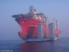 Cosco Semi-submersible Heavy Lift vessel Xin Guang Hua loaded with the 32000 tons Sevan FPSO Western x Oil Platform, Sports Nautiques, Marine Engineering, Oil Tanker, Merchant Marine, Oil Rig, Le Havre, Tug Boats, Navy Ships