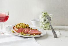 Gratinierte irische Steaks mit Gurkensalat
