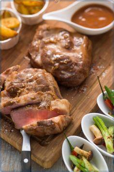 Glasierter Schweinenacken mit gebratenen Kartoffelecken