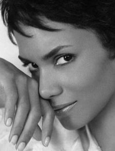 Halle Berry face, photographycelebshall berri, white, beauti, actress, halle berry, portrait, black, berries
