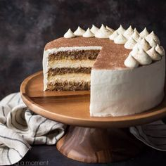 Tiramisu Cake: just like the classic Italian dessert, in layer cake form! So much rich coffee flavor, and I loved the boozy kick! Chocolate Tiramisu, Tiramisu Cake, Tiramisu Wedding Cake Recipe, Mint Chocolate, Chocolate Chips, Cake Chocolate, Italian Wedding Cakes, Italian Cake, Italian Foods