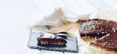 De standaard snickers is helaas niet altijd even gezond. Deze snickers pie is puur natuur en ook nog eens super gezond!
