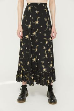 Women's Pants: Jeans, Cords, Skirts More UO Juliette Floral Ruffle Midi Skirt Modest Fashion, 90s Fashion, Hijab Fashion, Korean Fashion, Fashion Outfits, Muslim Fashion, Fashion 2018, Fashion Clothes, Mode Ootd