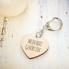 Schlüsselanhänger aus Holz mit Herz und Gravur – Mein Herz gehört dir - Liebes-Geschenk für Freundin oder Freund – Valentinstags-Geschenke – Accessoire: Amazon.de: Küche & Haushalt