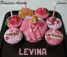 HONEY CAKES: Princess Aurora Cupcakes and Minicake for Levina
