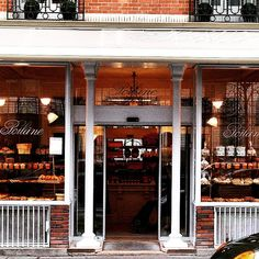 «#poilaneparis #poilane #bakery #thebest #boulangerie #parfait #instataste #instachoice #instadiscovery #croissant #painauchocolat #adorable #instaweekend…»