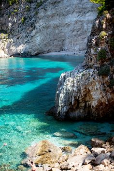 Come and discover the secret side to Zakynthos (Greece) & the wonders of the North island, from hiking to the shipwrecked beach to discovering secret covers