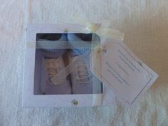 HAND MADE NEW BORN BABY BOY GIFT BOOTIES & SOCKS GIFT SET - BUZZY BEE DESIGN £8.99