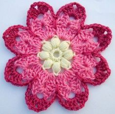 Octagon Flower - Free pattern - by Leonie Morgan, Wool n Hook.
