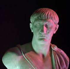 Statue, ritratti, decorazioni architettoniche, calchi della Colonna Traiano, monete d'oro e d'argento, modello in scala e rielaborazioni