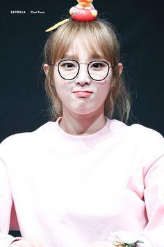 Our social Life Kpop Girl Groups, Korean Girl Groups, Kpop Girls, Yuri, Sakura Miyawaki, Fan Signs, Baby Ducks, Japanese Girl Group, Pledis Entertainment