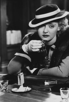 Bette Davis knocks one back in Front Page Woman (1935)