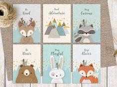 Set de 6 preciosos estampados temáticos del bosque para imprimir y decorar su guardería o habitación para niños. Un hermoso conjunto colorido con zorro, ciervo, mapache, oso, conejo y montañas.  ❥ Este hermoso y genuino conjunto de Bosques hechos a mano de 6 postales imprimibles cuenta con 5 lindos