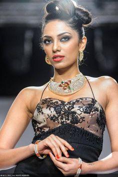 Miss India Earth 2013 Sobhita Dhulipala walks the ramp for jewellery brand IGI during the India International Jewellery Week. #Bollywood #Fashion #IIJW
