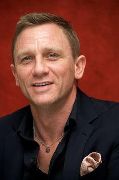 """lovedanielcraigme: """"Another amazing and lovely pictures of Daniel Craig. Love his shoots every time. I can't stop to see his pictures again and again. ❤ ツ ❤ ツ ''Love is a faith that dreams. Rachel Weisz, Craig Bond, Daniel Craig James Bond, Terno James Bond, Estilo James Bond, Haircuts For Balding Men, Daniel Graig, Sean Connery, Hot Actors"""