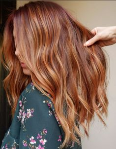 We ve got tons of summer hair inspiration from caramel-kissed brunettes to honey-dripped blondes to rose quartz-inspired brown Get to scrolling pinning and swooning these are the most stunning summer highlights Ginger Hair Color, Strawberry Blonde Hair Color, Red To Blonde, Blonde Hair With Highlights, Summer Highlights, Chunky Highlights, Caramel Highlights, Red Highlights, Ginger Blonde Hair