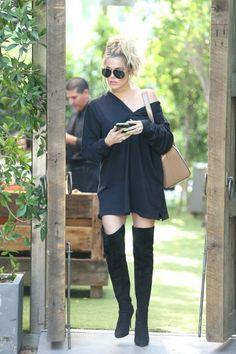 Khloe Kardashian Photos - The Kardashians Film Their Show in Woodland Hills - Zimbio