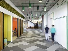 Cisco had to move into a new office space because the old one had become too small. Their new San Francisco headquarters was designed by Studio O+A. Design Commercial, Commercial Interiors, Corporate Interiors, Office Interiors, Workplace Design, Corporate Design, Retail Design, San Francisco, Workspace Inspiration