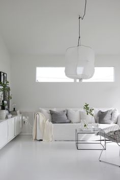 White Scandinavian living room of Elisabeth Heier Monochromatic Living Room, Living Room White, White Rooms, Living Room Interior, Home Living Room, Living Room Designs, Living Room Decor, Decor Room, Interior Livingroom