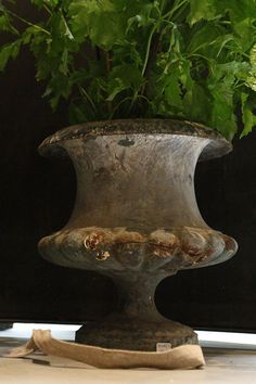 Enamel cast iron vase from the 19th century with knurl decoration; blue-gray color.