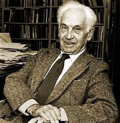 Ernst Mayr (1904~2005) was one of the 20th century's leading evolutionary biologists. He was also a renowned taxonomist, tropical explorer, ornithologist, and historian of science.
