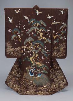 "Japanese Embroidery Kimono "" Kimono (uchikake) with Island of Paradise design, made in Japan in the century (source). Japanese Textiles, Japanese Patterns, Japanese Fabric, Japanese Yukata, Japanese Design, Traditional Kimono, Traditional Dresses, Japanese Outfits, Japanese Fashion"