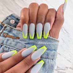 Semi-permanent varnish, false nails, patches: which manicure to choose? - My Nails Summer Acrylic Nails, Best Acrylic Nails, Acrylic Nail Designs, Summer Nails, Long Nail Designs, Spring Nails, Art Designs, Neon Yellow Nails, Neon Nails