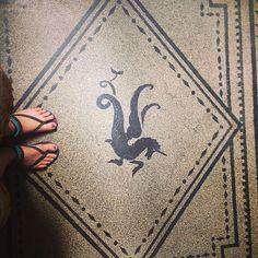 Jednorożec tylko bardziej. #hungary🇭🇺 #budapest #floortales #unicorn #morethanunicorn #jesuistombeesouslecharme
