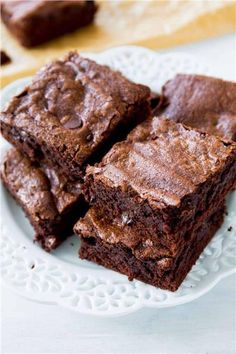 Thick, fudgy, chewy homemade brownies made completely from scratch. You will never make a box mix again!Chewy brownies have a dense structure, but still have a little crumb. Fudgy brownies are dens… 13 Desserts, Chocolate Desserts, Delicious Desserts, Chocolate Frosting, Brownie Recipes, Cake Recipes, Dessert Recipes, Food Cakes, Cupcake Cakes