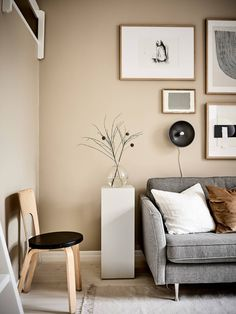 Small studio with beige walls - Home Accents living room Beige Living Rooms, Living Room Trends, Living Room Colors, Cozy Living Rooms, Living Room Designs, Living Room Decor, Apartment Living, Taupe Walls, Small Room Design