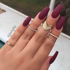 Burgundy nail art designs have become people's favorite. Burgundy color has become one of the most popular colors. Women who choose this color do not want to have bright and gorgeous nails, but want to have classic and sexy designs. The burgundy nail Gorgeous Nails, Love Nails, How To Do Nails, Pretty Nails, Cute Fall Nails, Amazing Nails, One Color Nails, Solid Color Nails, Perfect Nails