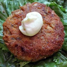 Craving Comfort: Perfect Salmon Patties (easy too!) 1 (14 3/4 ounce) canned salmon 1/4 cup onion, minced 1/4 cup cornmeal 1/4 cup flour 1 egg 3 Tablespoons mayonnaise 1/2 teaspoon garlic powder dash salt dash pepper 2-3 Tablespoons oil for pan frying. Trying to find the best one