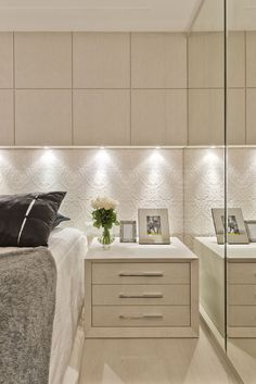 Suíte pequena com decor contemporâneo e cores claras texturizadas! - Decor…