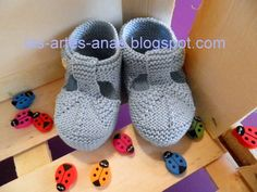 ARTES-ANAS: SANDALIA-ZAPATO DE VERANO BEBÉ A DOS AGUJAS Baby Booties Knitting Pattern, Knit Baby Booties, Baby Knitting Patterns, Knitting For Kids, Free Knitting, Knit Shoes, Baby Slippers, Handmade Baby, Baby Wearing