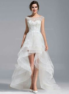 Get the biggest range of super stylish designer wedding gown patterns at JJsHouse. Choose your fabulous designer wedding gown patterns to arrive with fast shipping. Lace Dresses, Bridal Dresses, Short Dresses, Prom Dresses, Dresses 2016, Tulle Lace, Tulle Dress, Dress Lace, Cheap Wedding Dress