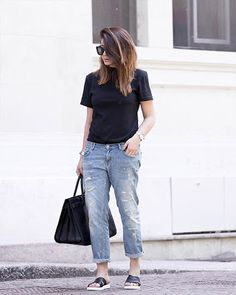 Wear a semi tight black T-shirt with your boyfriend jeans and add black sneakers or sliders for a casual look. Via Nicoletta Reggio T-shirt: Adidas, Jeans: Zara Sliders: Sarenza, Bag: Saint Laurent. How To Style Boyfriend Jeans Boyfriend Jeans Outfit Summer, Jeans And T Shirt Outfit, Boyfriend Jeans Style, Mom Jeans, Denim Pants, Dress Shirts, Tomboy Outfits, Jean Outfits, Casual Outfits