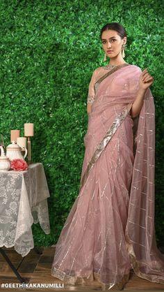 Indian Bridal Outfits, Indian Designer Outfits, Indian Dresses, Saree Blouse Patterns, Saree Blouse Designs, New Dress Design Indian, Designer Sarees Wedding, Modern Saree, Simple Sarees