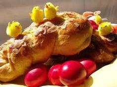 Greek Easter Sweet Bread (Tsoureki) - Cooking In Plain Greek Greek Desserts, Greek Recipes, Greek Easter, Delicious Deserts, Easter Cookies, Sweet Bread, Happy Easter, Appetizers, Sweets