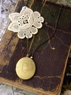 eleanor lace necklace