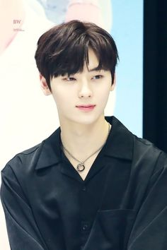 My kind of perfection, his beauty is so ethereal. He is Hwang Minhyun, Nu'est and Wanna One member. Busan, Minhyuk, Jinyoung, K Pop, Nu Est Minhyun, Kim Jaehwan, Ha Sungwoon, Pledis Entertainment, 3 In One