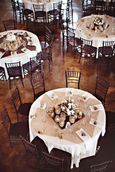 Square piece of burlap on round tables
