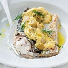 Grilled hake with green-olive mayonnaise Note: Use Banting mayo Hake Recipes, My Recipes, Low Carb Recipes, Fish Recipe Keto, Feel Good Food, 30 Minute Meals, Banting, Lchf, Meals